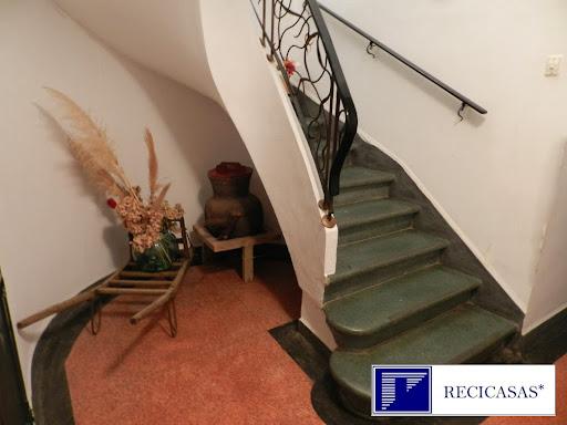 Casa en venta con 462 m2, 8 dormitorios  en Piedralaves, Casco Urbano