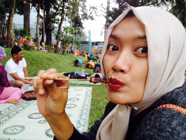 maniak-makan-taman-wisata-balekambang-solo-tawangmangu-makan-sate-kelinci