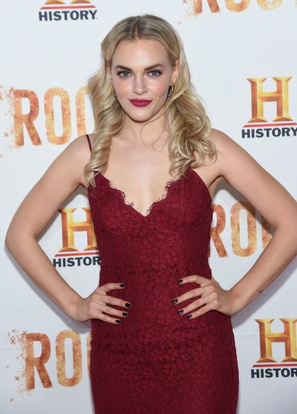 Madeline Brewer Profile pictures, Dp Images, Display pics collection