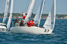 J/22 women's sailing team