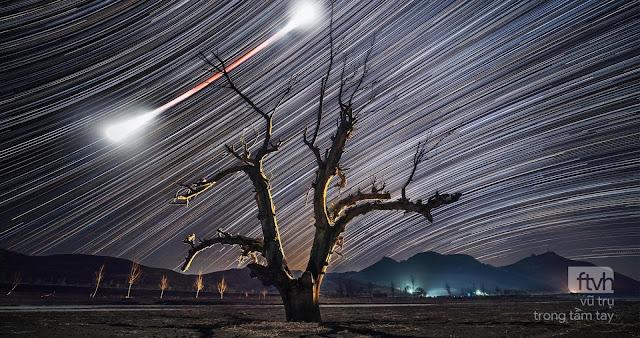 Đường đi của Mặt Trăng máu và những ngôi sao trên bầu trời
