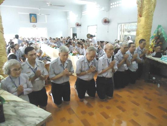 Tân Ban Hướng Dẫn T.Ư GĐPTVN NK.2012-2016 phát nguyện thọ lãnh trách vụ