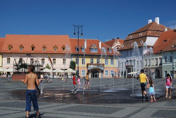 Wasserspiel auf dem Piarta Mare in Sibiu