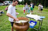 Nicolas, fromager à la Coopérative du Val d'Arly nous montre la fabrication du reblochon