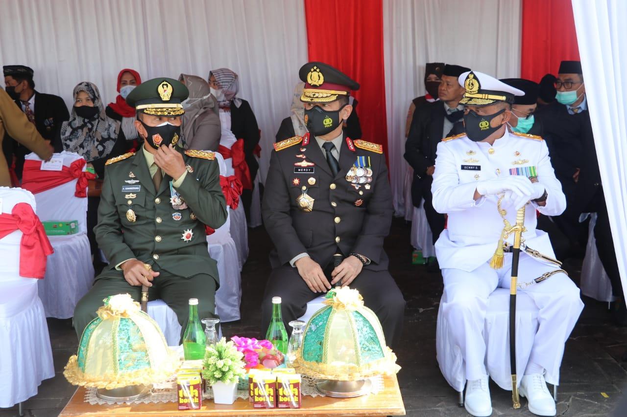 Kapolda Sulsel Hadiri Ziarah di TMP Dalam Peringatan Hari Pahlawan