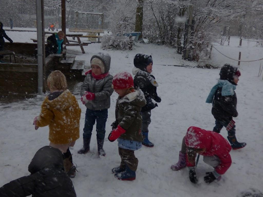 Spelen in de sneeuw - P1060668.JPG
