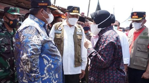 Gubernur Dampingi Mensos Kunjungi Lokasi Bencana di Padang Pariaman