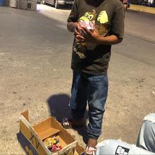 Niño vende Cigarrillos en el malecón de Barahona piden intervención de CONANI