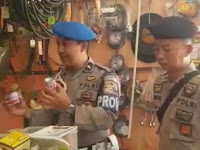 Peduli Terhadap  Anak-Anak Dan  Remaja  PASPAMSUS PATROLI Menyambangi  Kios  Pedagang Di Kayuadi