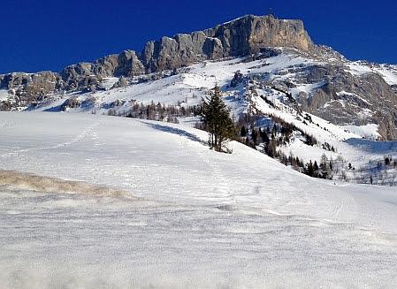Schneefelder und Felsen am Col du Pillon (1546 m)