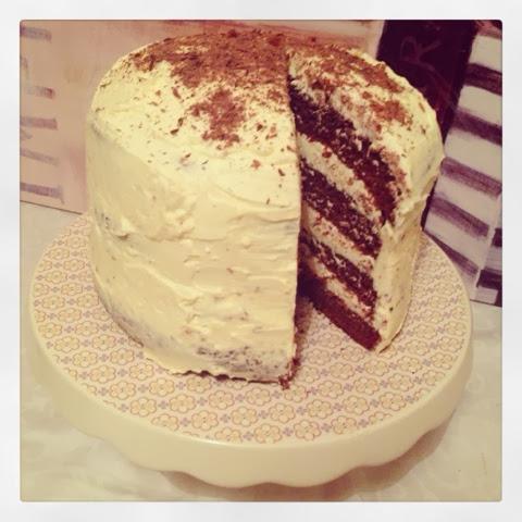 Jennifer bakes chocolate fudge cake with white chocolate for Chocolate fudge cream cheese frosting