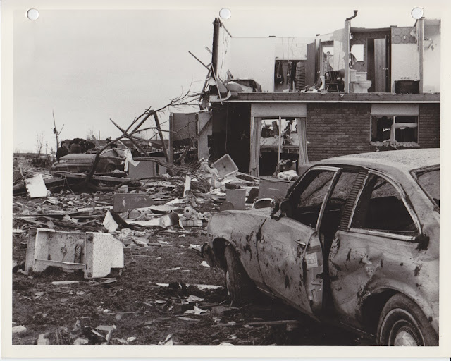 1976 Tornado photos collection - 3.tif