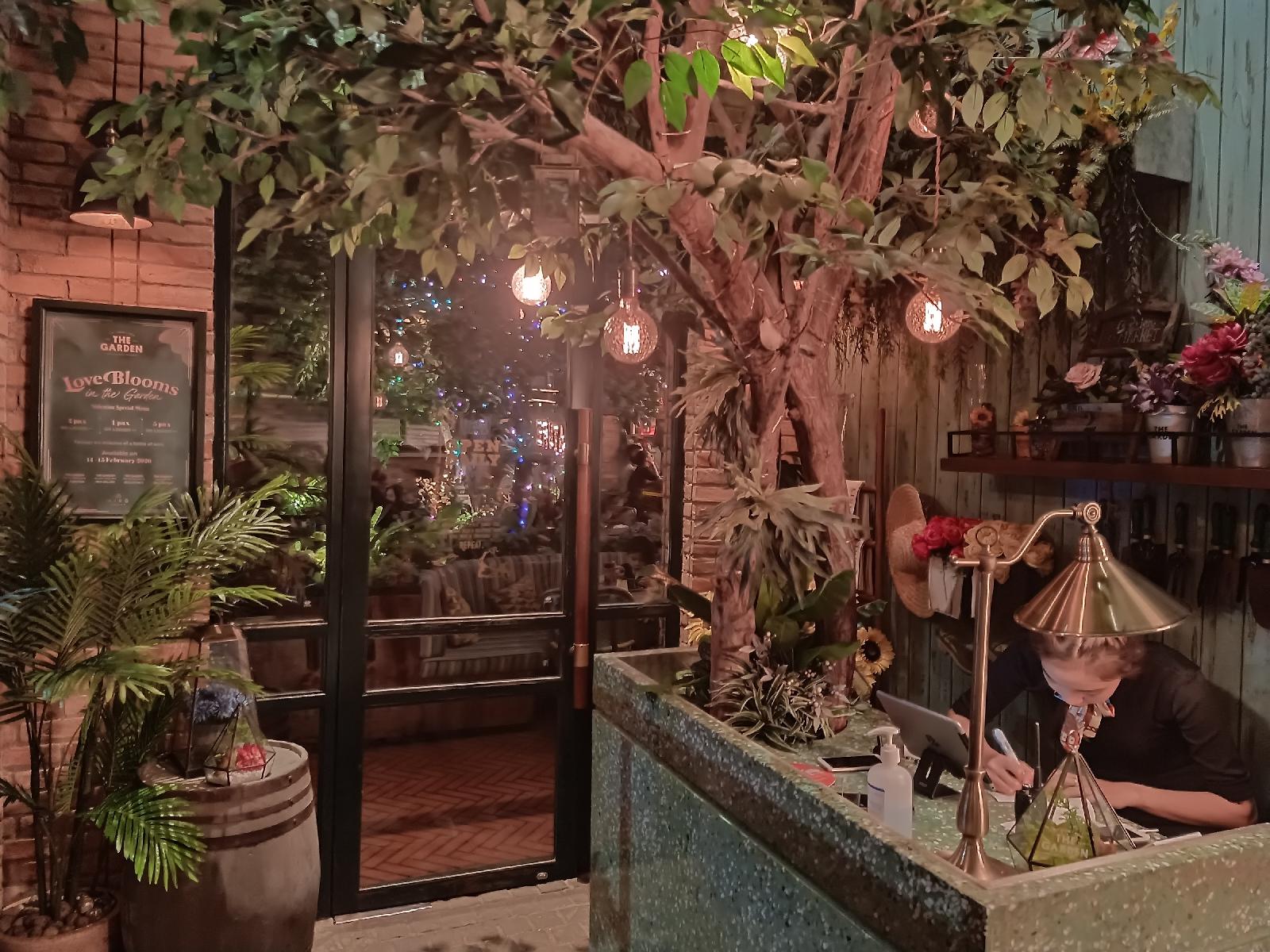 Tempat Makan Nuansa Bunga The Garden Pik Jakarta Utara Newauke Com