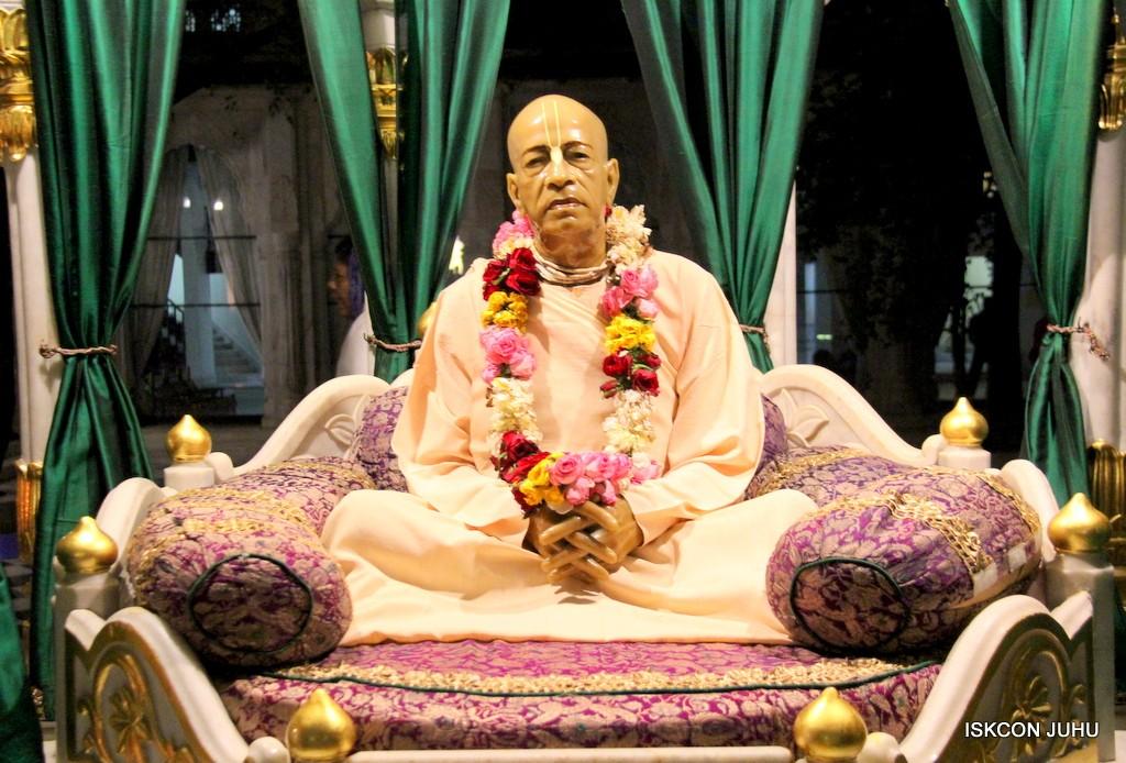 ISKCON Juhu Mangla Deity Darshan 22  Nov 2016 (33)