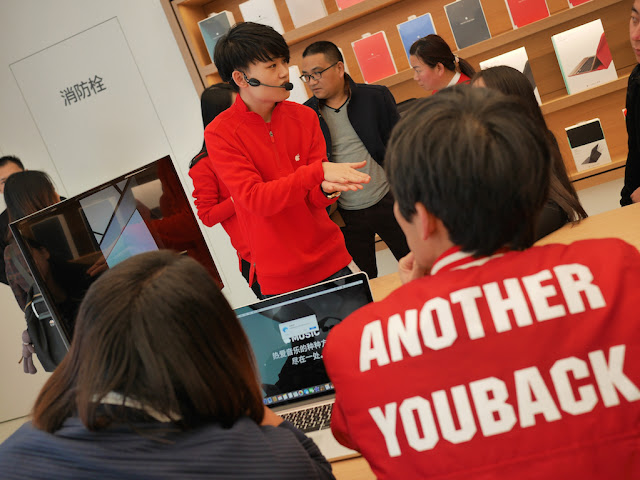 Apple employee giving a demonstration at the SM Lifestyle Center Apple Store in Xiamen, China