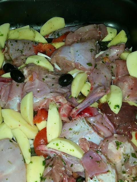 coniglio con patate e olive al forno