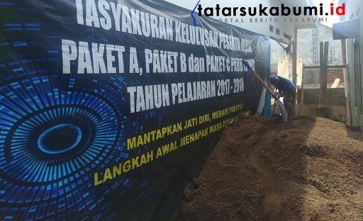 Pembangunan Lab Komputer PKBM-LPMD Kecamatan Cicantayan Sukabumi // Foto : Dian Syahputra Pasi