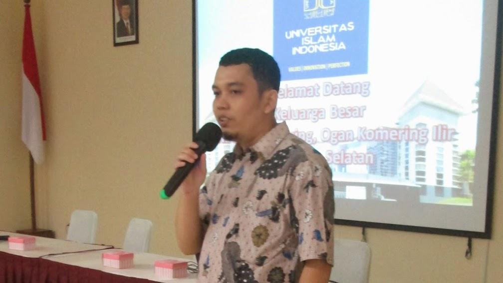 Penyampaian Presentasi tentang UII kepada Siswa dan Guru SMAN 1 Lempuing