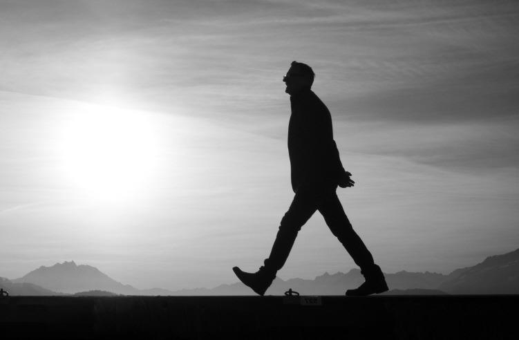 [walking_alone%5B3%5D]