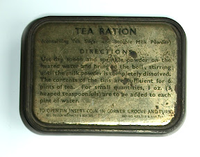 Thee blikje. Tea ration (containing tea, sugar and soluble milk powder). Gekregen van geallieerde soldaat tijdens de bevrijding van Enschede.