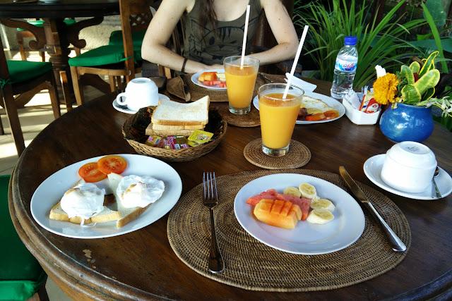 Primer desayuno en el hotel Bunga Permai