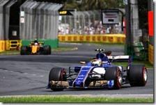 Antonio Giovinazzi con la Sauber nel gran premio d'Australia 2017