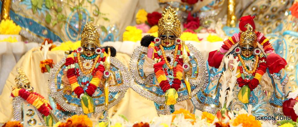 ISKCON Juhu Sringar Deity Darshan on 30th Dec 2016 (26)