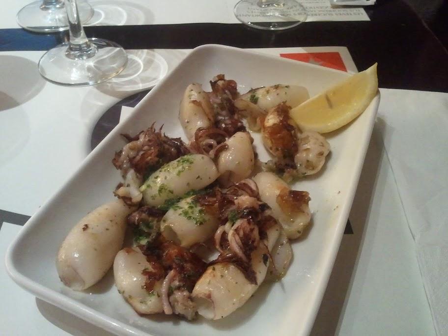 Lunch - tapas på bläckfisk - väldigt gott!
