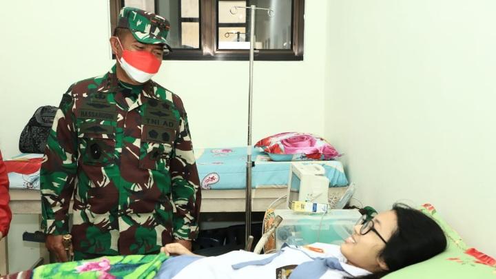 Pangdam I/BB Pantau Pelaksanaan Vaksinasi Umur 12 - 17 Tahun di SMA Santo Thomas Medan