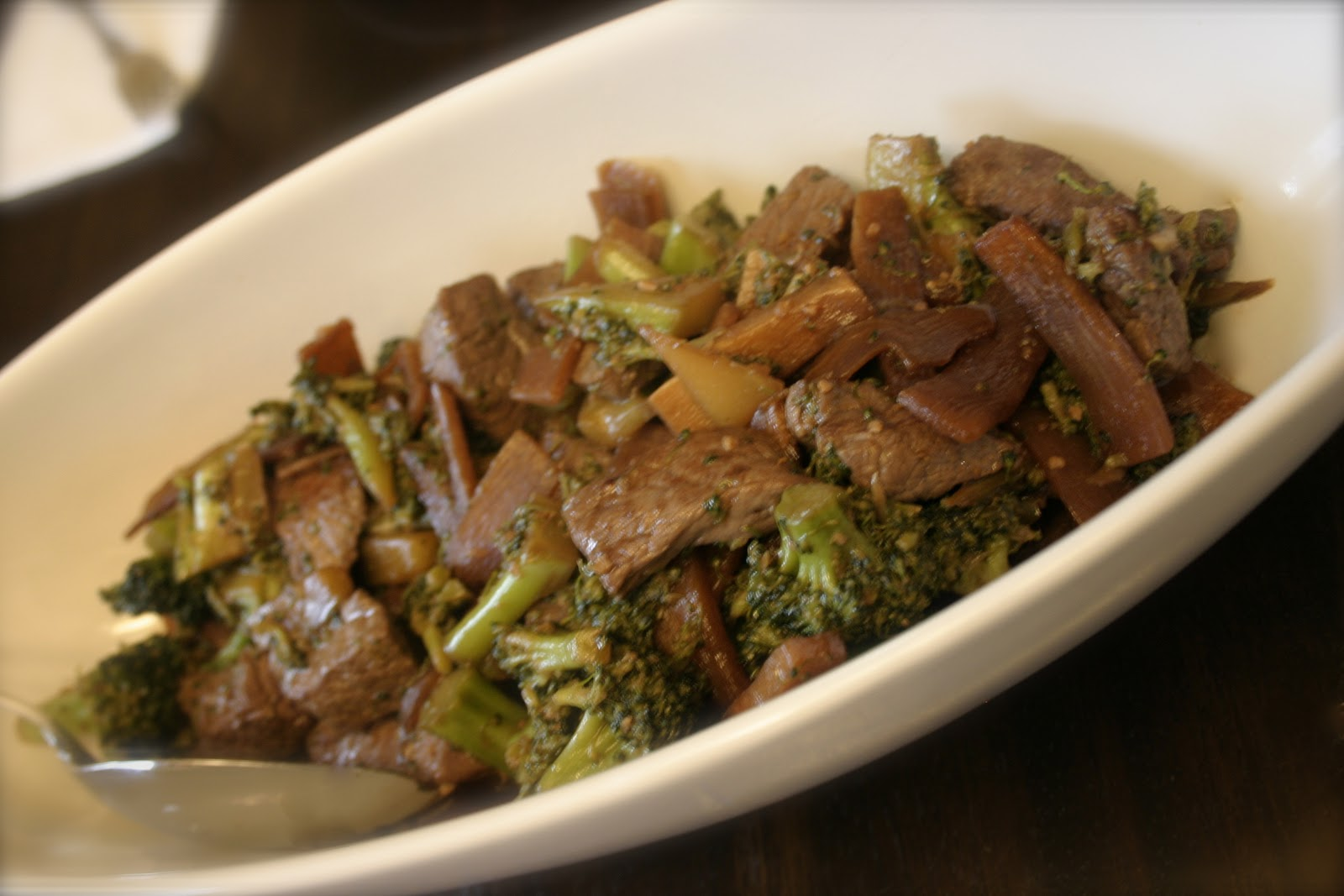 Deelicious Sweets: Beef and Broccoli with Garlic Sauce