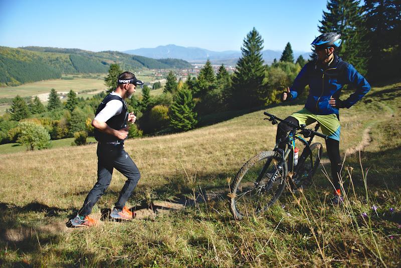 Biciclistii apreciaza alergatorii.
