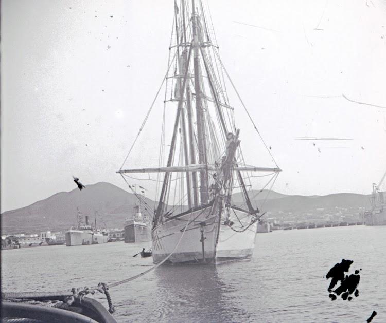 A remolque para iniciar un nuevo y largo viaje. Archivo Tomas Gomez Bosch. Archivo Fedac.tif