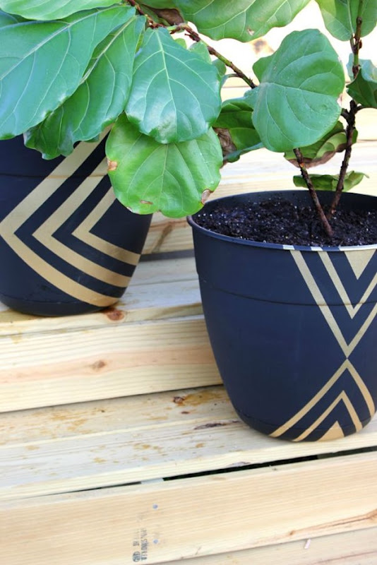 Painted Planter Pots @ Rain on a Tin Roof