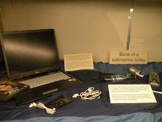 Госпорт. Музей Подводных Лодок. Каюта современной подлодки.