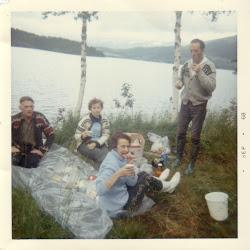 Sommerfeie med foreldre og onkel og tante 68