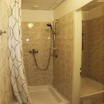 Sprchy zrcadlového sálu