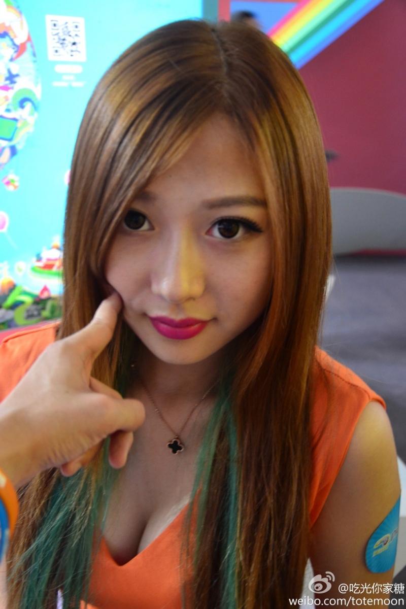 Sờ tận tay các showgirl tại ChinaJoy 2013 - Ảnh 1