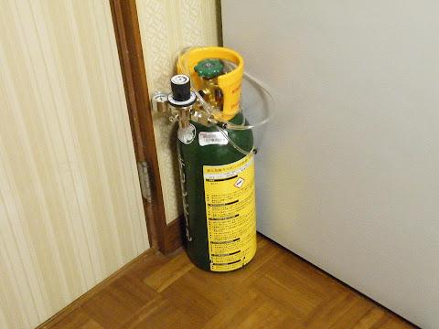 ミドボンの定位置は冷蔵庫とドアの隙間