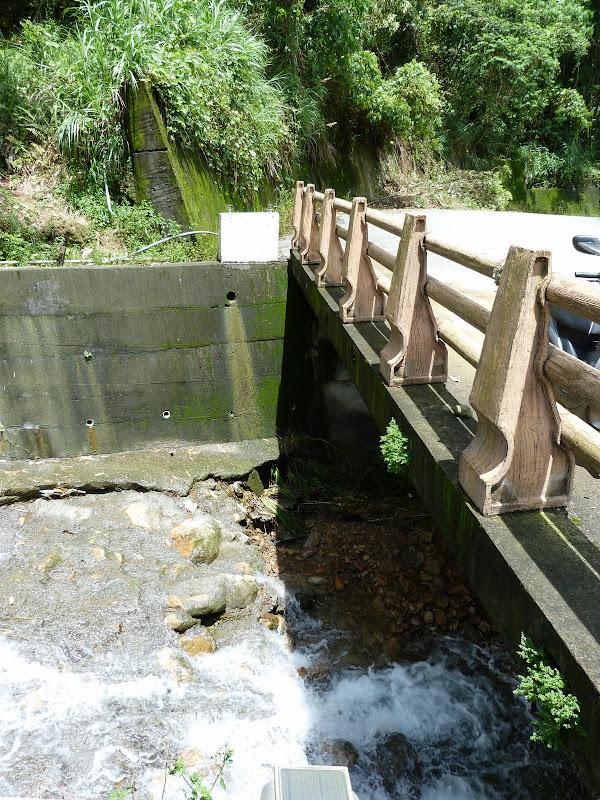 Les eaux sont passées au dessus de ce pont...