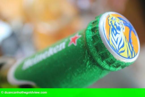 Hình 1: Chai bia Heineken đóng nắp Tiger ở miền Tây