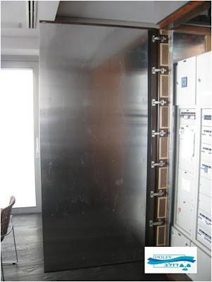 לוחות מיגון קרינה בתדר נמוך על דלתות ארון חשמל