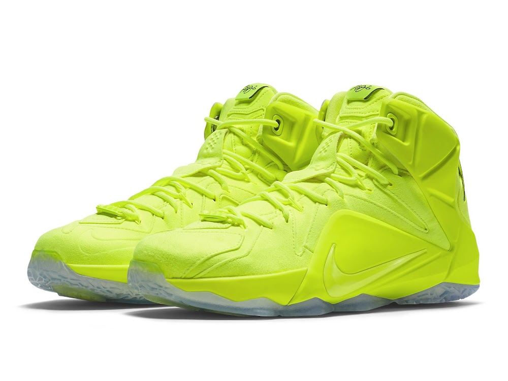 NIKE LEBRON XII EXT NEON VOLT MEN SIZE 11 NEW WITH BOX!!!!
