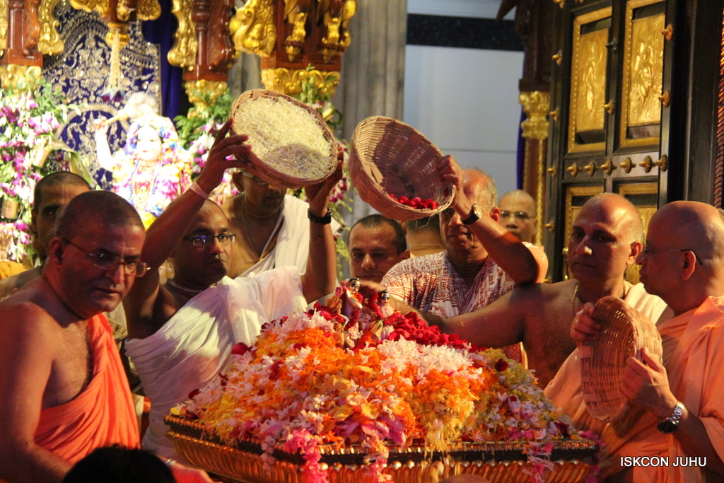 ISKCON Juhu Janmashtami Maha Abhishek on 25th Aug 2016  (100)