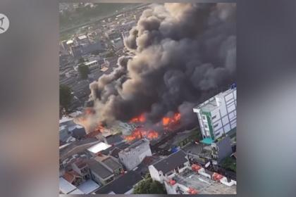 Tanah Abang Kebakaran, Anies Disindir Netizen soal Stiker dan Robot Puluhan Miliar