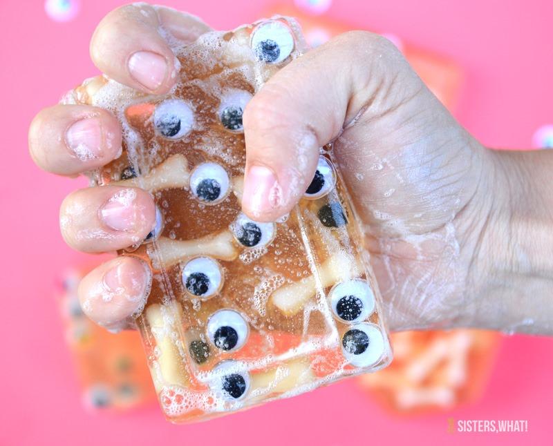 [halloween+eyeball+soap+DIY%5B14%5D]