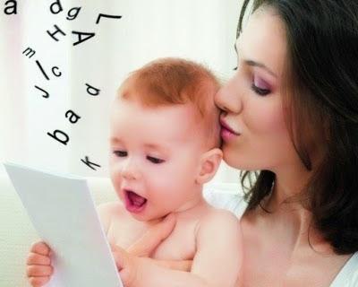 ребенок учится разговаривать