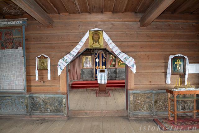 в_церкви_v_tserkvi