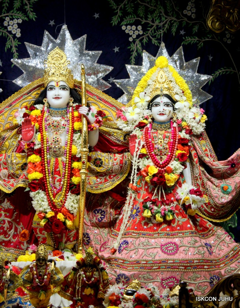 ISKCON Juhu Sringar Deity Darshan 22 Nov 2016 (32)
