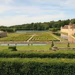 Château de Villarceaux : jardins d'eau et le manoir du XVIe