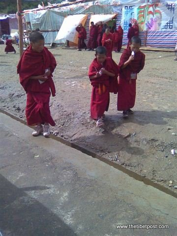 Massive religious gathering and enthronement of Dalai Lama's portrait in Lithang, Tibet. - l15.JPG